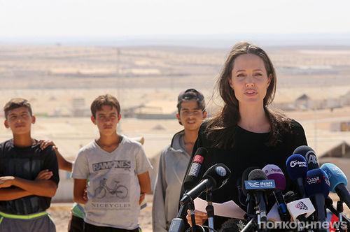 Анджелину Джоли обвинили в «распущенности»
