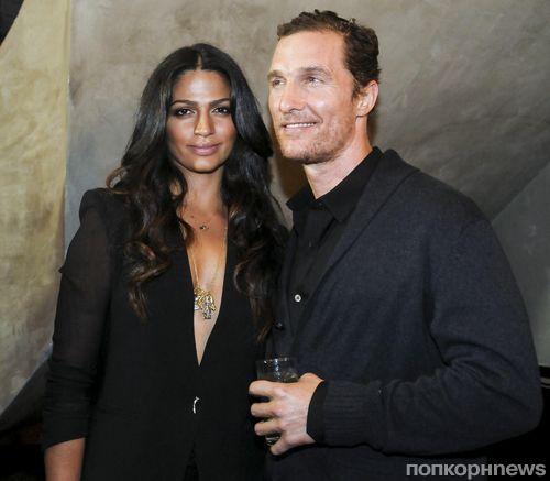 Мэттью МакКонахи и Камилла Альвес на открытии нового бутика Noir, Le Lis