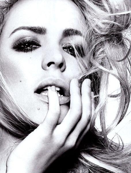 Рэйчел МакАдамс  в журнале Vogue. Италия. Декабрь 2010