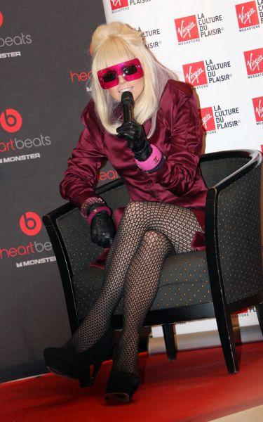 Lady GaGa в Париже на встрече с фанатами