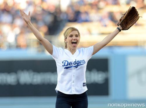 Видео: София Буш сделала подачу за Dodgers
