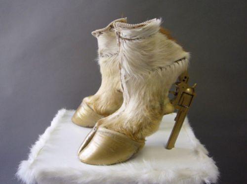 Интересные штучки: самая уродливая обувь в мире