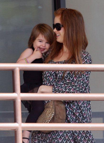 Айла Фишер с дочкой
