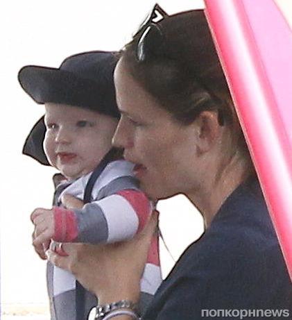 Первое фото сына Дженнифер Гарнер и Бена Аффлека