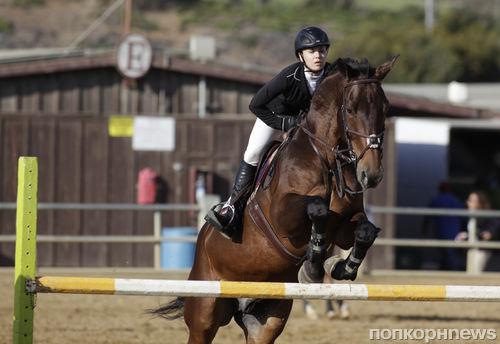 Кейли Куоко на конных соревнованиях