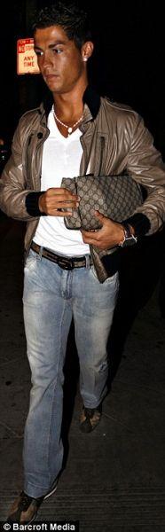Криштиану Роналду и его сумочка от Gucci