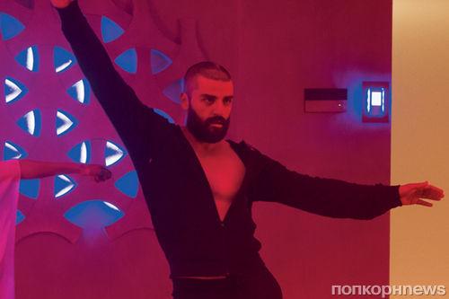 Видео: Оскар Айзек танцует под музыку из «Друзей» и Бейонсе