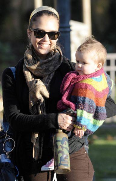 Джессика Альба посвящает все свободное время мужу и дочке