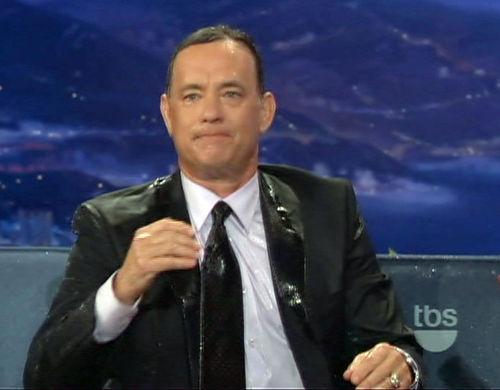 Тома Хэнкса облили на шоу Конана О'Брайана