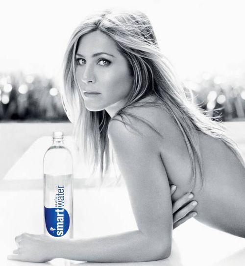Дженнифер Энистон обнажилась для рекламы Smartwater