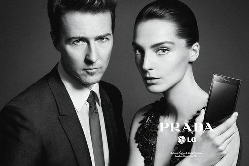 Эдвард Нортон и Дарья Вербова в рекламной кампании смартфона Prada LG 3.0