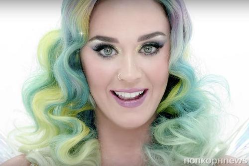 Видео: Кэти Перри в рождественском рекламном ролике H&M
