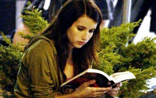 Эмме Робертс не до съемок фильма, она читает Новолуние