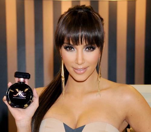 Ким Кардашиан представила свои духи в Камарилло