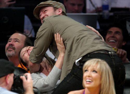 Джастин Тимберлейк объяснил свой поцелуй с Джессикой Бил на матче Lakers