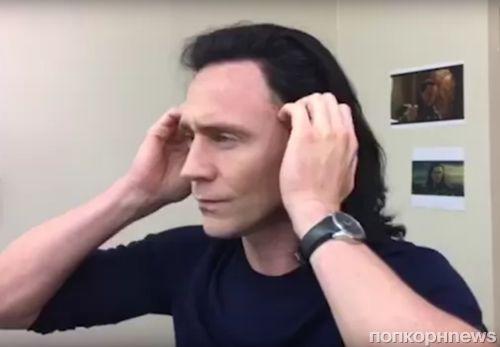 Том Хиддлстон примерил парик Локи в ролике для ЮНИСЕФ