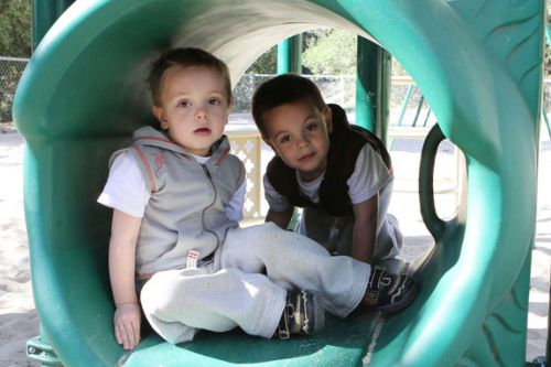 Дети Бритни Спирс на детской площадке