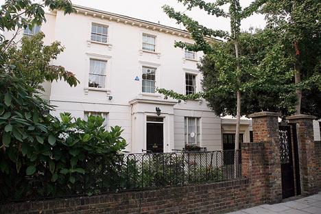 Кейт Мосс продает дом