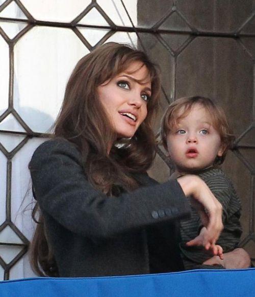 Анджелина Джоли не беременна