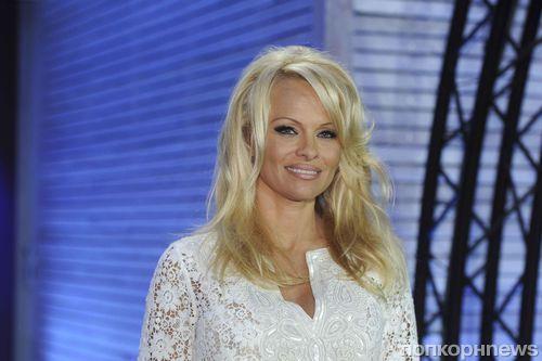 Памела Андерсон получила 1 млн долларов за развод с Риком Саломоном