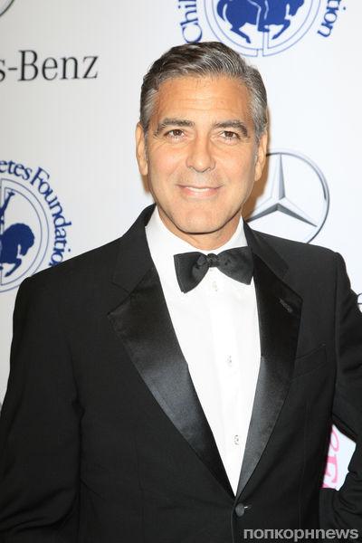 Видео: Джордж Клуни спел дуэтом с Нилом Даймондом