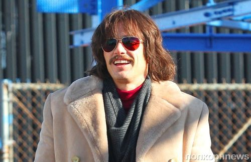 Усатый-волосатый: Джеймс Франко на съемках второго сезона сериала «Двойка»