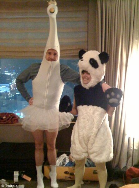 Лили Аллен в костюмах для Twitter