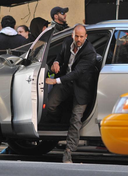 """Джейсон Стэтэм на съемках фильма """"Safe"""" в Нью-Йорке"""
