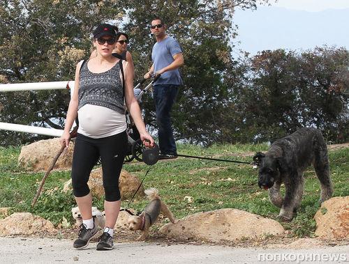 Милла Йовович рассказала о своей беременности: «Я с трудом могу надеть кроссовки»