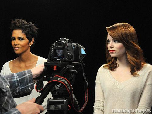 Халли Берри и Эмма Стоун в благотворительном ролике Revlon против рака груди