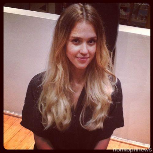 Джессика Альба перекрасилась в блондинку