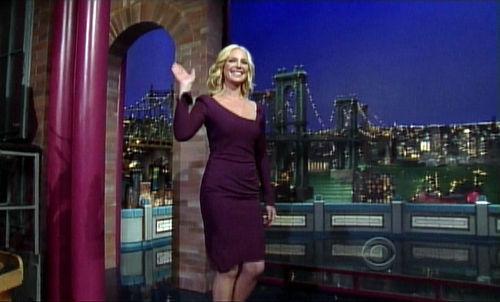 Видео: Кэтрин Хайгл научила Дэвида Леттермана курить