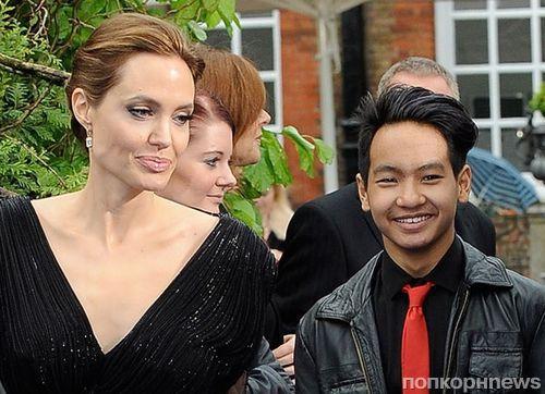 Дети Анджелины Джоли и Брэда Питта учат русский язык