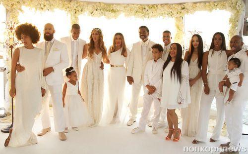 Бейонсе показала фото со свадьбы мамы