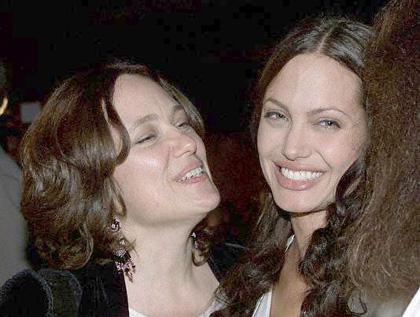 Видео от Анджелины Джоли для своей мамы