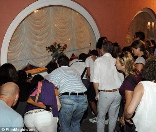 Все хотят посмотреть на Мадонну