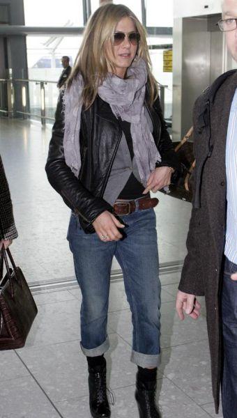 Дженнифер Энистон улетает из Лондона одна