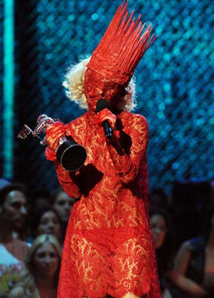 Самые странные и провокационные костюмы Lady GaGa