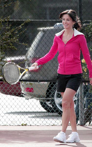 """Кортни Кокс играет в теннис на съемках """"Города Хищниц"""""""