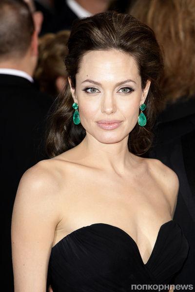 Коллекция украшений Анджелины Джоли выставлена на продажу