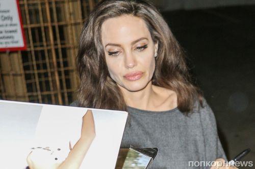 Анджелина Джоли устроила автограф-сессию для поклонников
