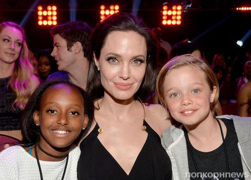 Биологическая мать дочери Анджелины Джоли и Брэда Питта хочет воссоединиться с ребенком