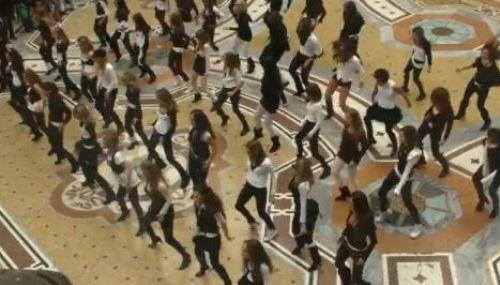 Флэшмоб в Милане под песню Бритни Спирс