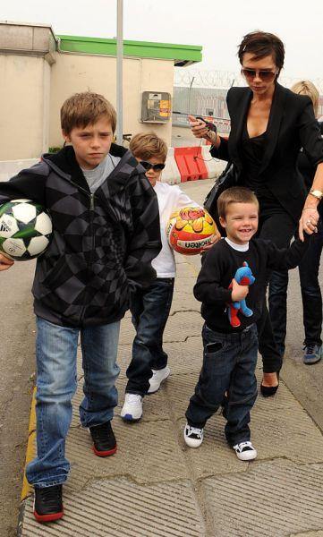 Виктория Бэкхем с детьми уезжает из Милана