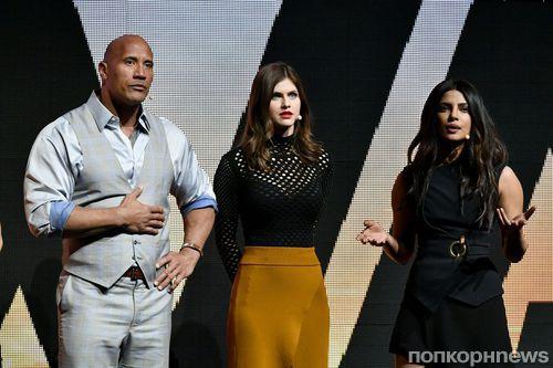 Дуэйн Джонсон, Приянка Чопра, Александра Даддарио представили «Спасателей Малибу» в Лас-Вегасе