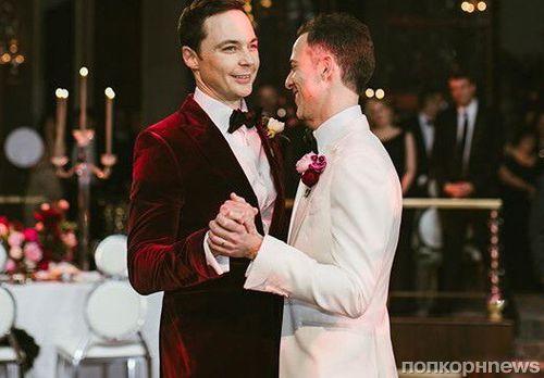 На свадьбе видно жопа