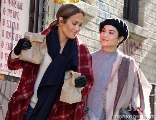 Фото: Дженнифер Лопес и Ванесса Хадженс на съемках фильма «Второй акт»