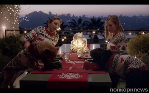 Беременная Кристен Белл и Дэкс Шепард в рождественской рекламе Samsung