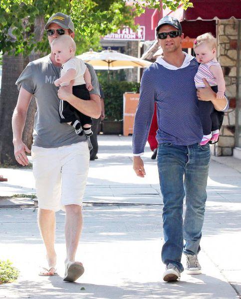 Нил Патрик Харрис и Дэвид Бартка: День Отца с близнецами
