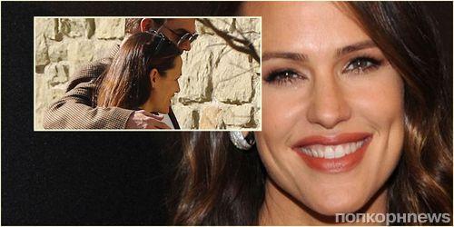 Дженнифер Гарнер наконец-то нашла замену Бену Аффлеку и сходила на свидание с таинственным красавцем